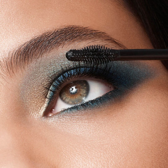Distraction Mascara image number null